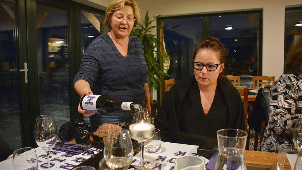 Vinprovning i Tata