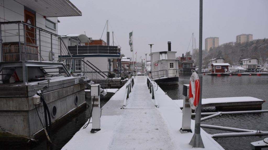 Att bo i husbåt på vintern - husbåtslivet i november