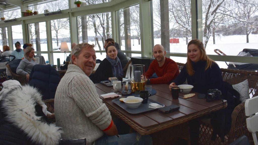 Lunch på Badhusparkens café Östersund