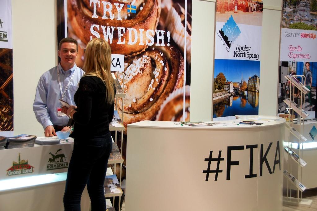 """Visit Sweden var förstås på plats med hashtagen """"fika"""" - här åt vi kanelbullar när vi blev hungriga!"""