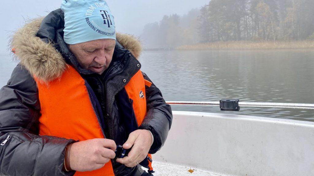 Fiska med nät i Mälaren - Peter