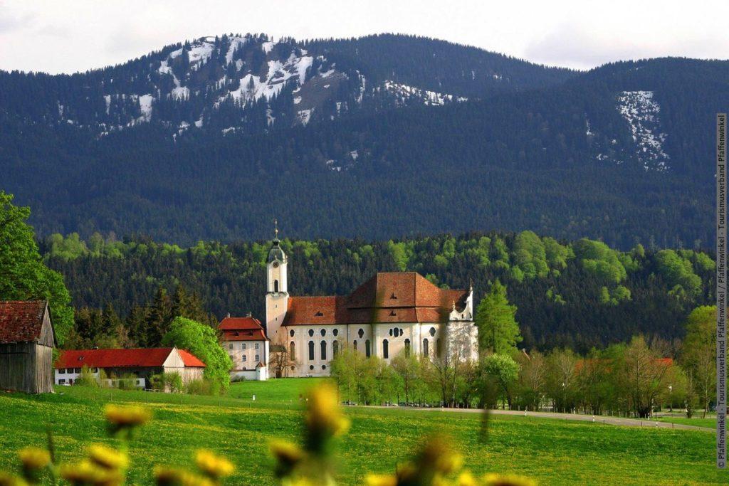 I närheten av Passionsspelen i Oberammergau - vallfartskyrkan i Wies