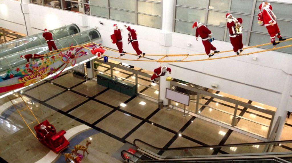 Jultomtar på Xiamens flygplats