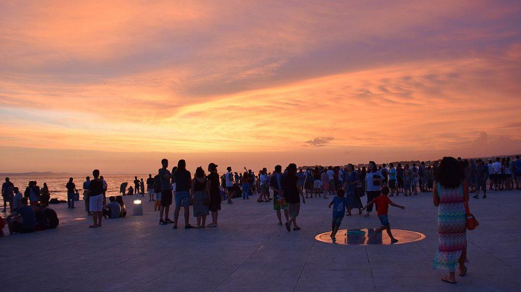 Solnedgången i Zadar i Kroatien