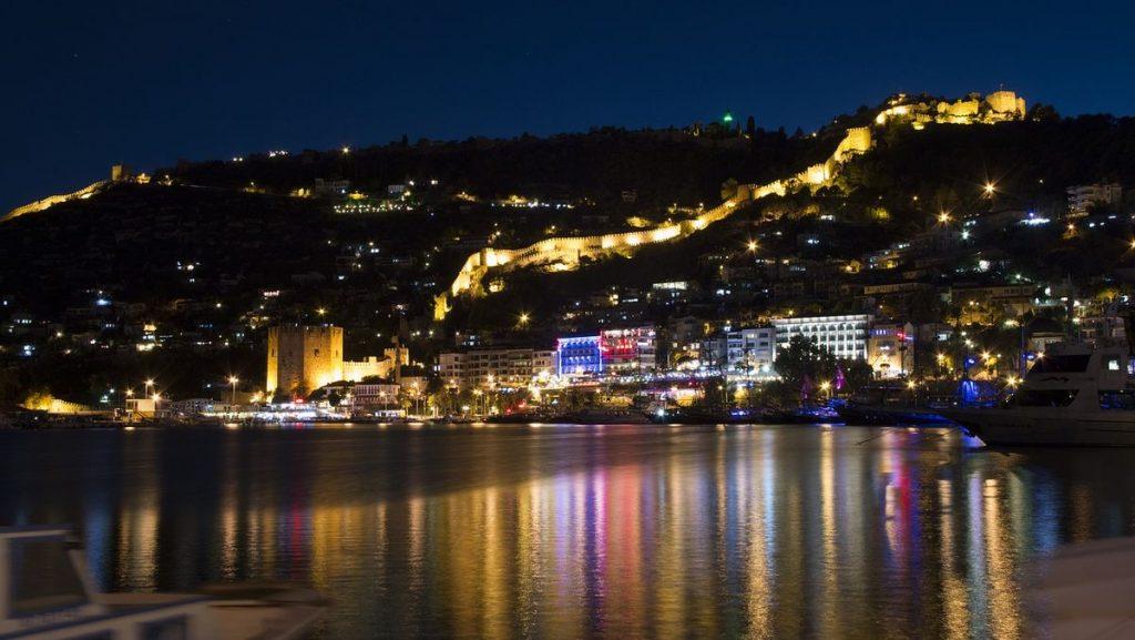 Nattlivet i Alanya by night