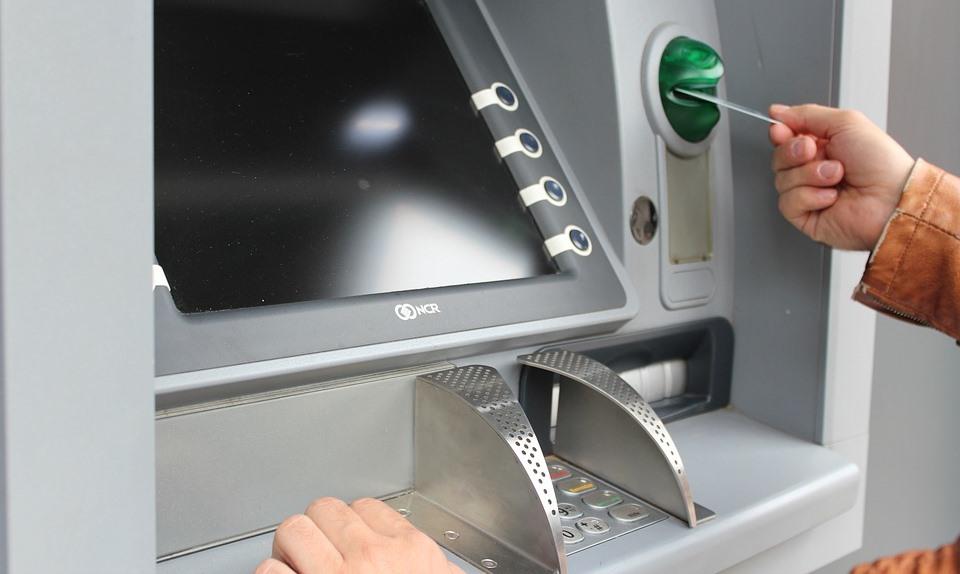 Att använda kort och kontanter utomlands