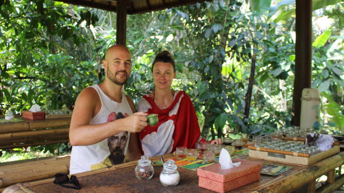 Här dricker vi världens dyraste kaffe; Luwak kaffe, på Perean coffee garden and spices, Bali.