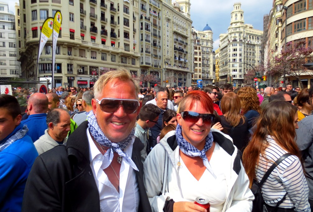Peter och Helena på Las Fallas-festivalen i Valencia