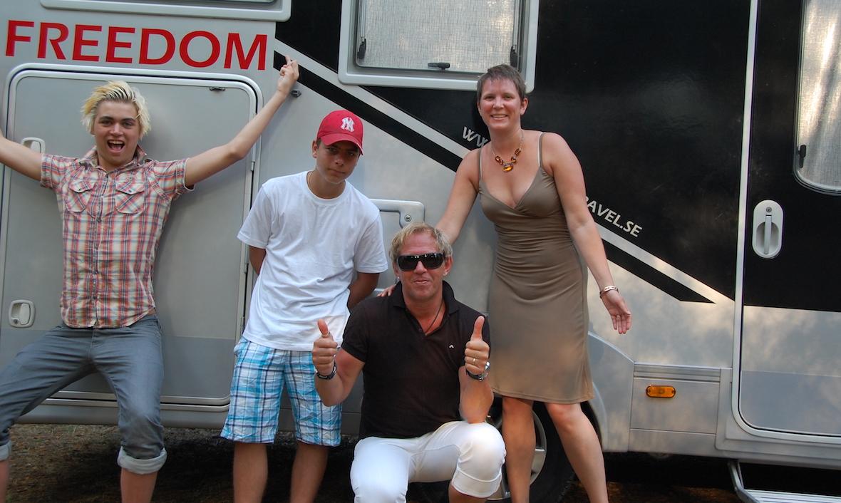 Billie med kompis Alvari i Kroatien