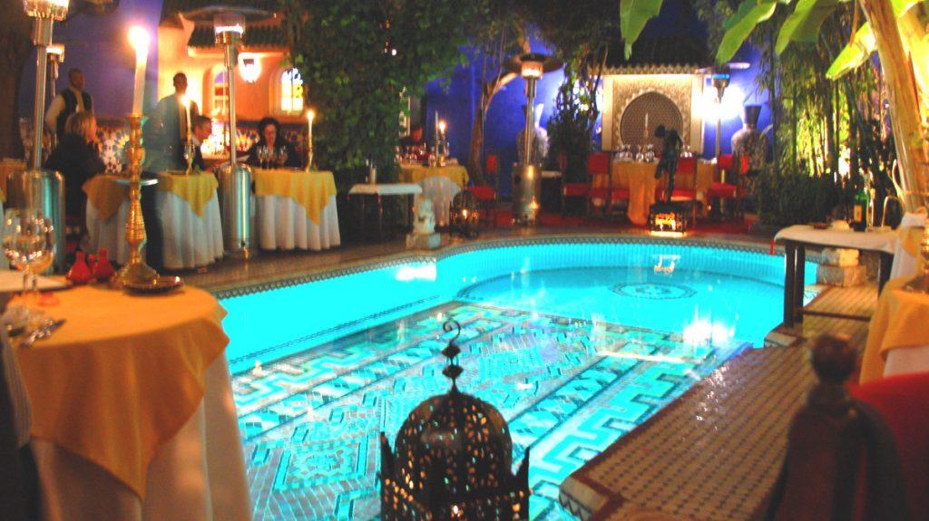 restaurang med pool