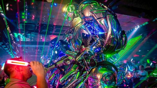 Robot-cabaret i Tokyo
